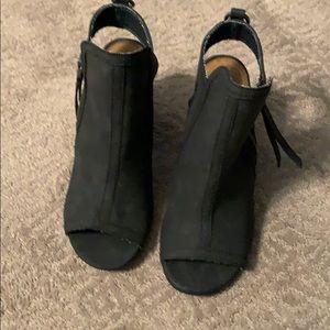 NWOB Black bootie sandals 7.5